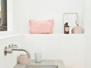 Pensa in Rosa: Pantone 2016 i colori pastello!: Bagno in stile in stile Scandinavo di Design for Love