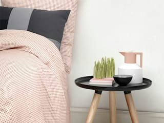Pensa in Rosa: Pantone 2016 i colori pastello!: Camera da letto in stile in stile Scandinavo di Design for Love