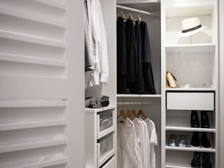 Modern Dressing Room by Estibaliz Martín Interiorismo Modern