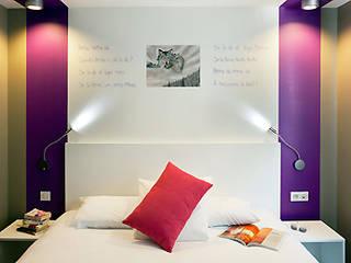 Hotel Feng Shui IBIS Styles ST GREGOIRE -  Exemple chambre:  de style  par SERENITE HABITAT
