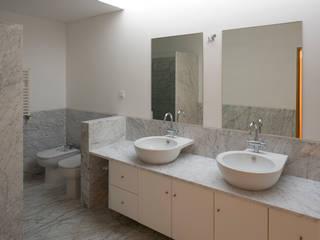 Casa em Francelos Casas de banho modernas por ABPROJECTOS Moderno