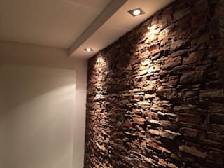 Muro de piedra: Paredes de estilo  por MONARQ ESTUDIO