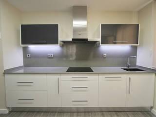 Adecuación de vivienda: Cocinas de estilo  de Novodeco