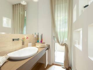 Casas de banho minimalistas por Studio Associato Casiraghi Minimalista Mármore