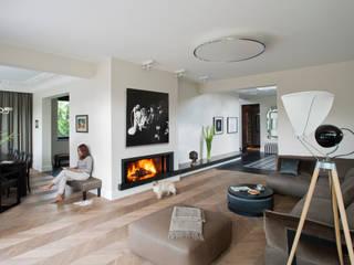 Eklektyczny Wawer: styl , w kategorii Salon zaprojektowany przez Autorska Pracownia Projektowania Wnętrz Anny Koszeli,
