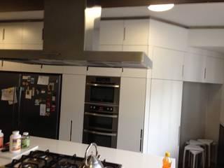 Cozinhas modernas por La Carpinteria - Mobiliario Comercial Moderno