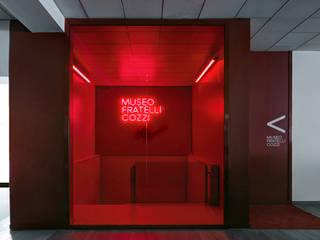 Museo e Showroom Fratelli Cozzi: Musei in stile  di Buratti Architetti