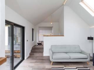 31 Bransgore Gardens:  Corridor & hallway by Footprint Architects Ltd