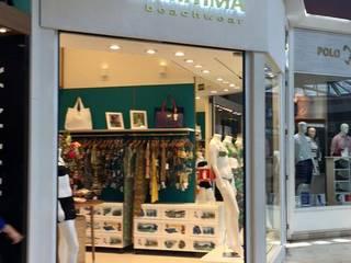 Loja em Shopping:  tropical por Dias & Peralta Arquitetos,Tropical