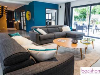 accompagnement à la construction et décoration d'une maison de 250m2 Salon moderne par Backhome Moderne