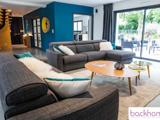 Ruang Keluarga Modern Oleh Backhome Modern