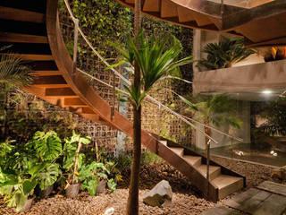 Stemmer Rodrigues Modern corridor, hallway & stairs