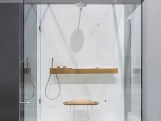 LIFE Bagno minimalista di Giulio Gianturco Minimalista
