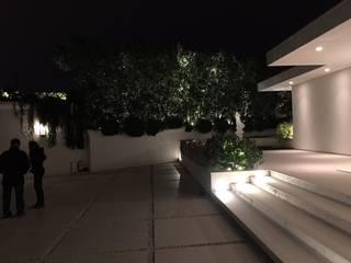 Illuminazione Giardino Case moderne di E'luce srl Moderno