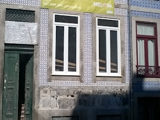 Reabilitação de Moradia - Monte dos Burgos - Porto: Casas  por Melom Cool,Clássico