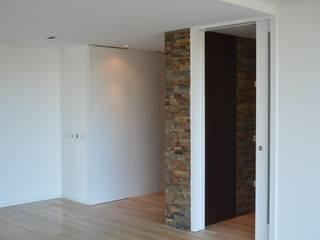 Apartamento Gaia: Salas de jantar  por Melom Cool,Moderno