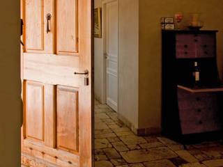 Pierre Bernard Création Rustic style corridor, hallway & stairs