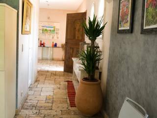 Couloir: Couloir et hall d'entrée de style  par Pierre Bernard Création