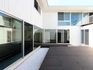 Modern Garden by 丸山晴之建築事務所 Modern