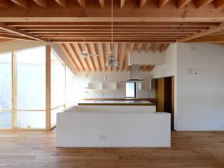 ミサキハウス: 丸山晴之建築事務所が手掛けたキッチンです。,