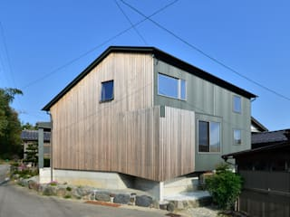 Eclectic style houses by 丸山晴之建築事務所 Eclectic