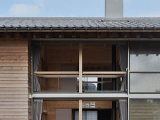 Rustic style windows & doors by 丸山晴之建築事務所 Rustic