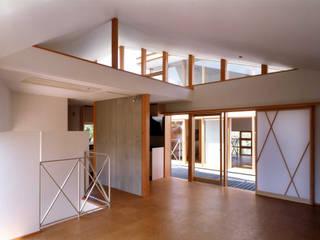 M1 House モダンデザインの リビング の 創作工房・閾 モダン