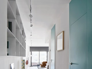 2DM Pasillos, vestíbulos y escaleras de estilo escandinavo de BONBA studio Escandinavo