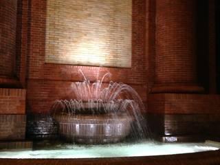 Fontana Monumento Stoppani Lecco: Musei in stile  di E'LUCE SRL