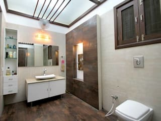 High-end Interior and Renovation Modern bathroom by Interior Shapes & Designs Modern
