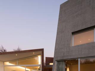 Casa_Bloques & Patios Casas estilo moderno: ideas, arquitectura e imágenes de Swett Arquitectos Moderno