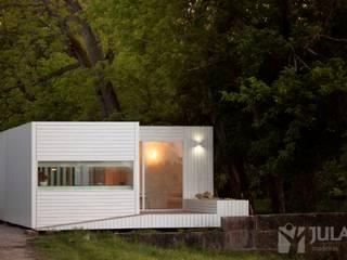 Treehouse Riga Casas minimalistas por Jular Madeiras Minimalista Madeira Acabamento em madeira