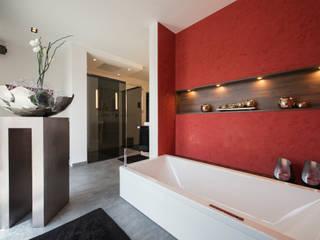 Repräsentative Villa : moderne Badezimmer von tRÄUME - Ideen Raum geben