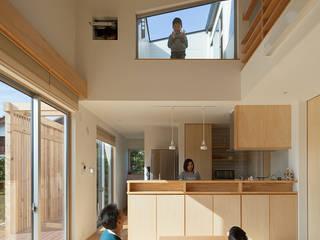 Livings de estilo moderno de 田村の小さな設計事務所 Moderno