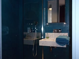 Baños de estilo moderno de A Fleur de Chaux Moderno