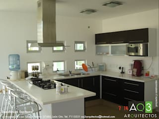 modern Kitchen by AQ3 Arquitectos