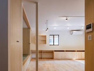 連子門の家 モダンデザインの リビング の 田村の小さな設計事務所 モダン