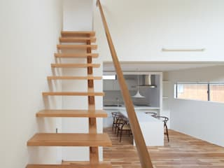 Moderner Flur, Diele & Treppenhaus von 田村の小さな設計事務所 Modern