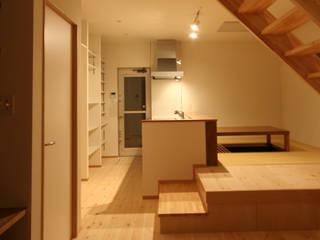 Moderne Wohnzimmer von 田村の小さな設計事務所 Modern