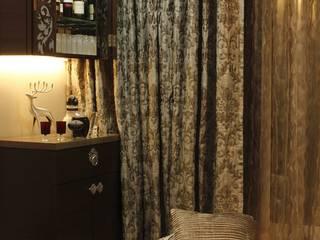 Glamour Glen-Khar West:  Living room by Neha Changwani,Modern