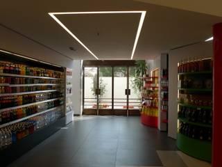 Caffetteria di Venzia: Bar & Club in stile  di E'LUCE SRL