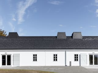 MHF – Revitalisierung Esterházy Meierhof: moderne Häuser von AllesWirdGut Architektur ZT GmbH