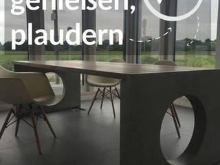 CONCRETE TABLE  DIVA - BETONTISCH DIVA: moderne Küche von DFL