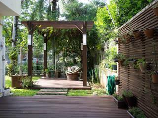 Área Externa de Lazer: Terraços  por Expace - espaços e experiências,Rústico Madeira Efeito de madeira