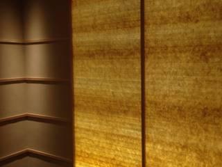 光壁: イデア建築デザイン事務所が手掛けた廊下 & 玄関です。