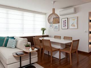 Salle à manger de style  par Ambienta Arquitetura