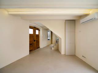 Living room by Lara Pujol  |  Interiorismo & Proyectos de diseño, Mediterranean