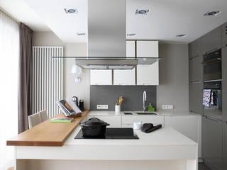 Blat i wyspa w kuchni: styl , w kategorii Kuchnia zaprojektowany przez Katarzyna Pawluśkiewicz