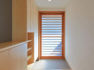 Modern Corridor, Hallway and Staircase by ㈱ライフ建築設計事務所 Modern