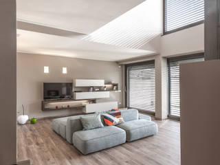 Progettazione e realizzazione villa moderna Soggiorno moderno di Arch. Paolo Bussi Moderno